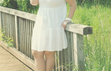 Photoshooting outdoor love my white dress