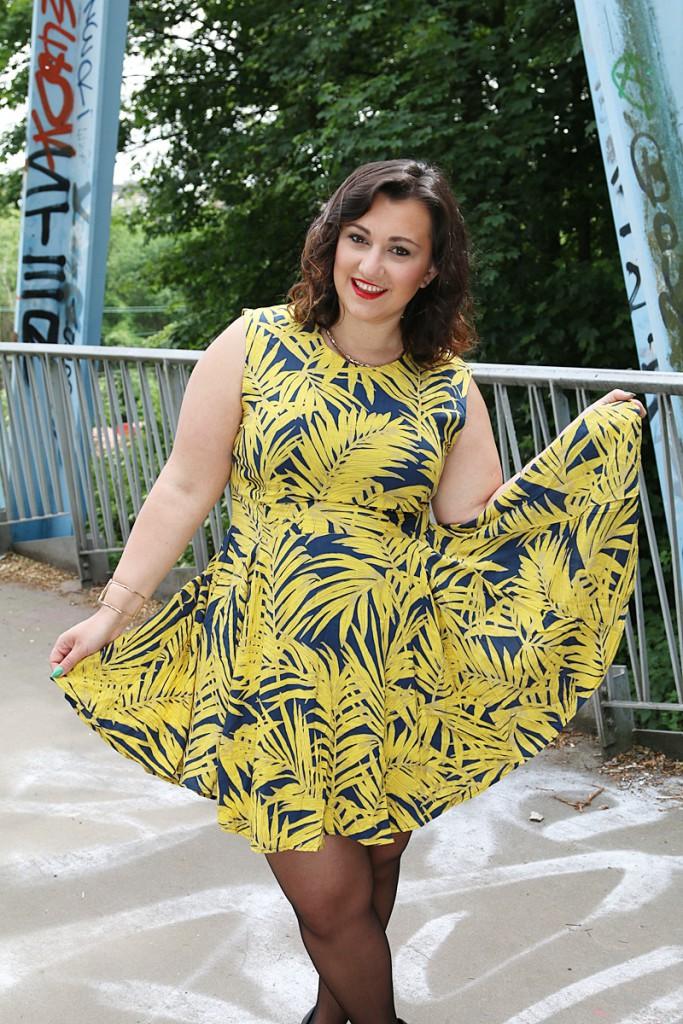 kleid,outfit, blogger, plussize, geld,palmen muster, palmen muster kleid