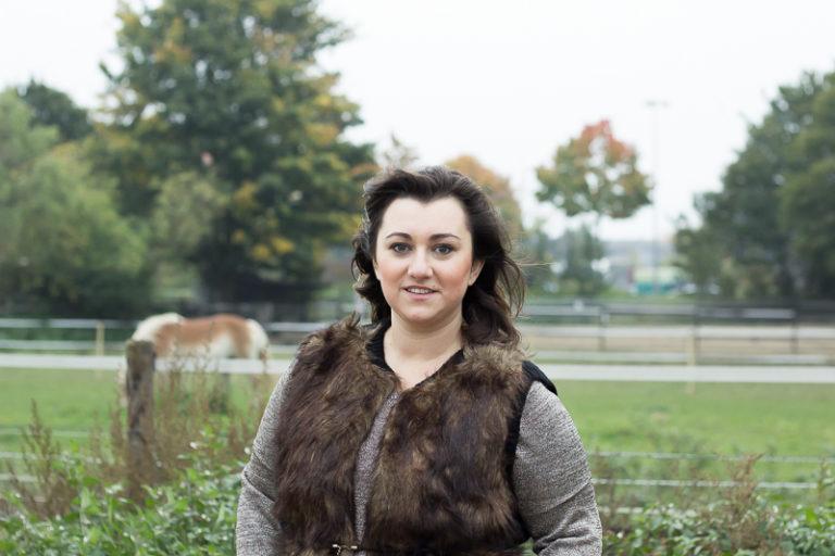 Fake Fur Weste goldenes glitzer Oberteil Outfit inbetweenie